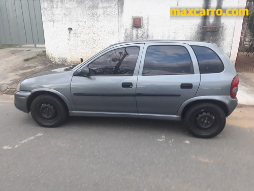 GM - Chevrolet Corsa Super 1.0 MPFI 16V 5p 2001/2000