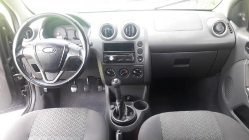 Foto do veículo Ford Fiesta Sed. Personnalité 1.0 8V 4p 2006/2005 ID: 79908