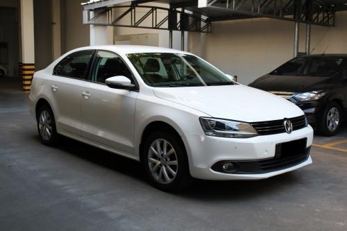 Foto do veículo VW - VolksWagen JETTA Comfortline 2.0 T.Flex 8V 4p Tipt. 2013/2012 ID: 81998